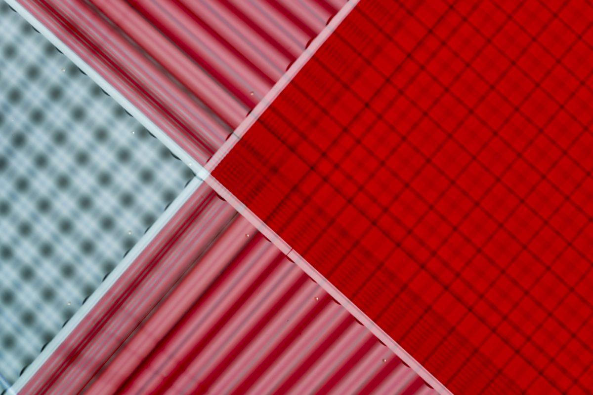 Jan Petersen: Rot und Grau über Kreuz