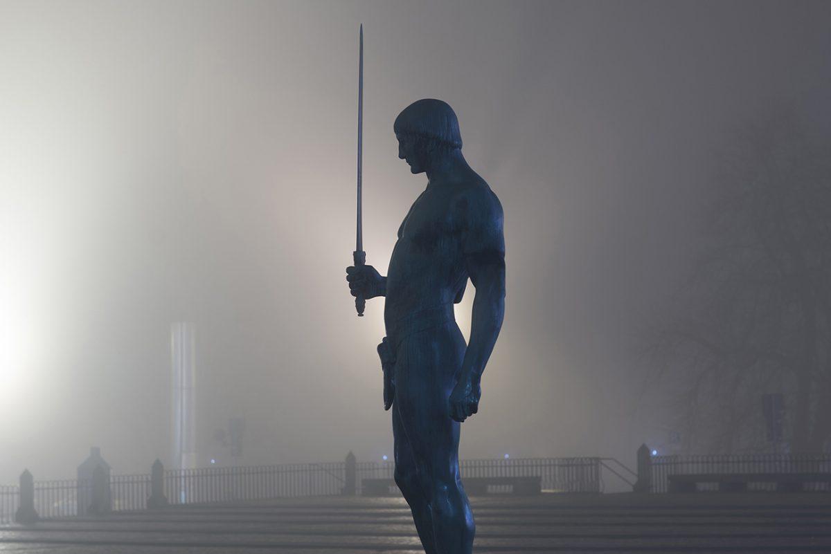Adolf Brütt – Schwertträger
